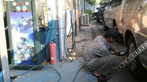 Đồng hồ đo áp giúp người bơm chủ động kiểm soát được lượng khí cần bơm cho lốp xe