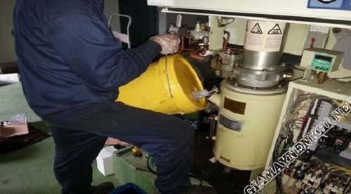 Sử dụng dầu máy chính hãng