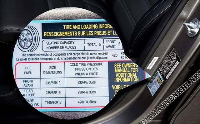 Thông số áp suất lốp được in trên khung ghế lại