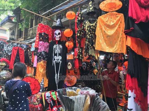 Phố Hàng Mã Bán Đồ Halloween
