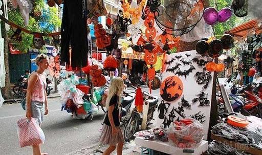 Đồ Halloween trên phố Lương Văn Can
