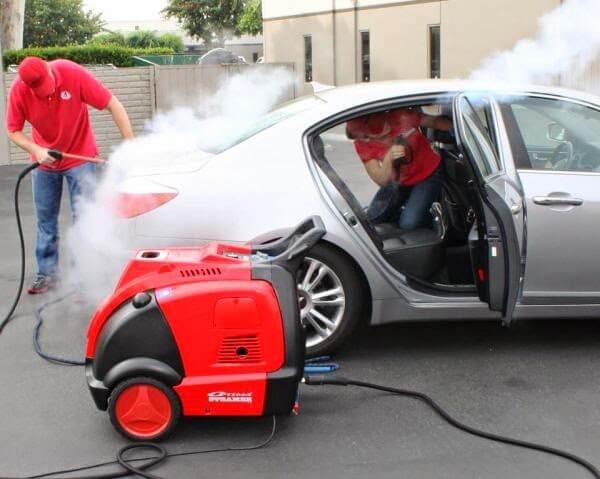 Máy rửa xe hơi nước nóng có rất nhiều tiện ích