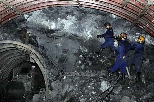 Máy nén khí tham gia vào quá trình thăm dò độ sâu của hầm mỏ