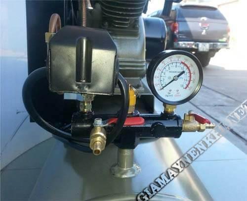 Điều chỉnh rơ le tự ngắt làm thay đổi áp suất ở máy nén khí