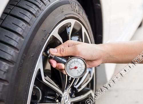 kiểm tra đúng chuẩn áp suất lốp xe