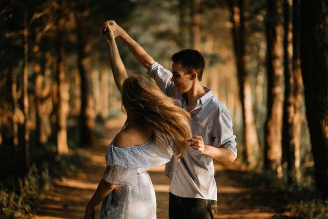 Những câu hỏi gắn kết tình cảm 2 người