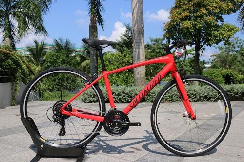 Xe đạp đường phố Specialized Sirrus Men V-Brake 2018 sở hữu dàn khung từ hợp kim nhôm A1 với trọng lượ