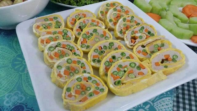 Trứng cuộn rau củ ăn đỡ ngán
