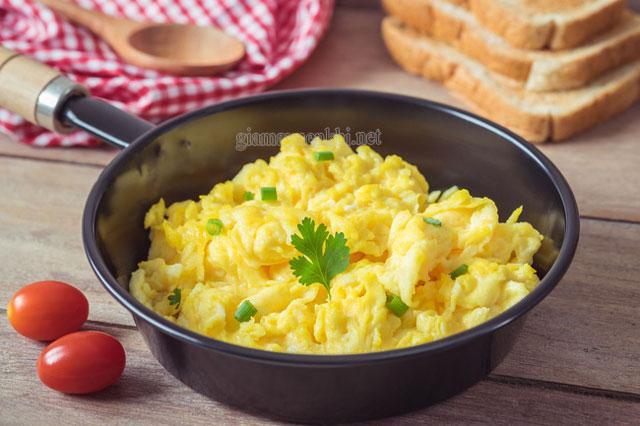 Trứng khuấy vô cùng thơm ngon, bổ dưỡng